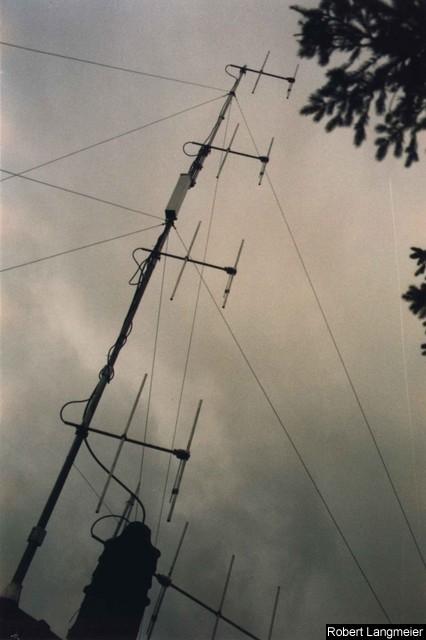 Antenne de Kiss-FM en 1987 sur le Mont-Salève. Le gain du système est de plus de 10dB soit une puissance rayonnée de plus 10kW EIRP